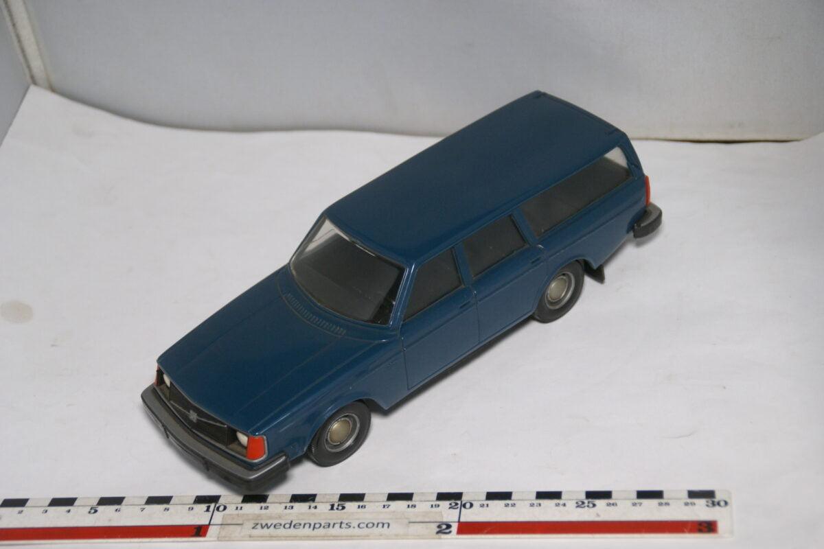 DSC08693 miniatuur Stahlberg Made in Finland Volvo 245DL blauw ca 1 op 18