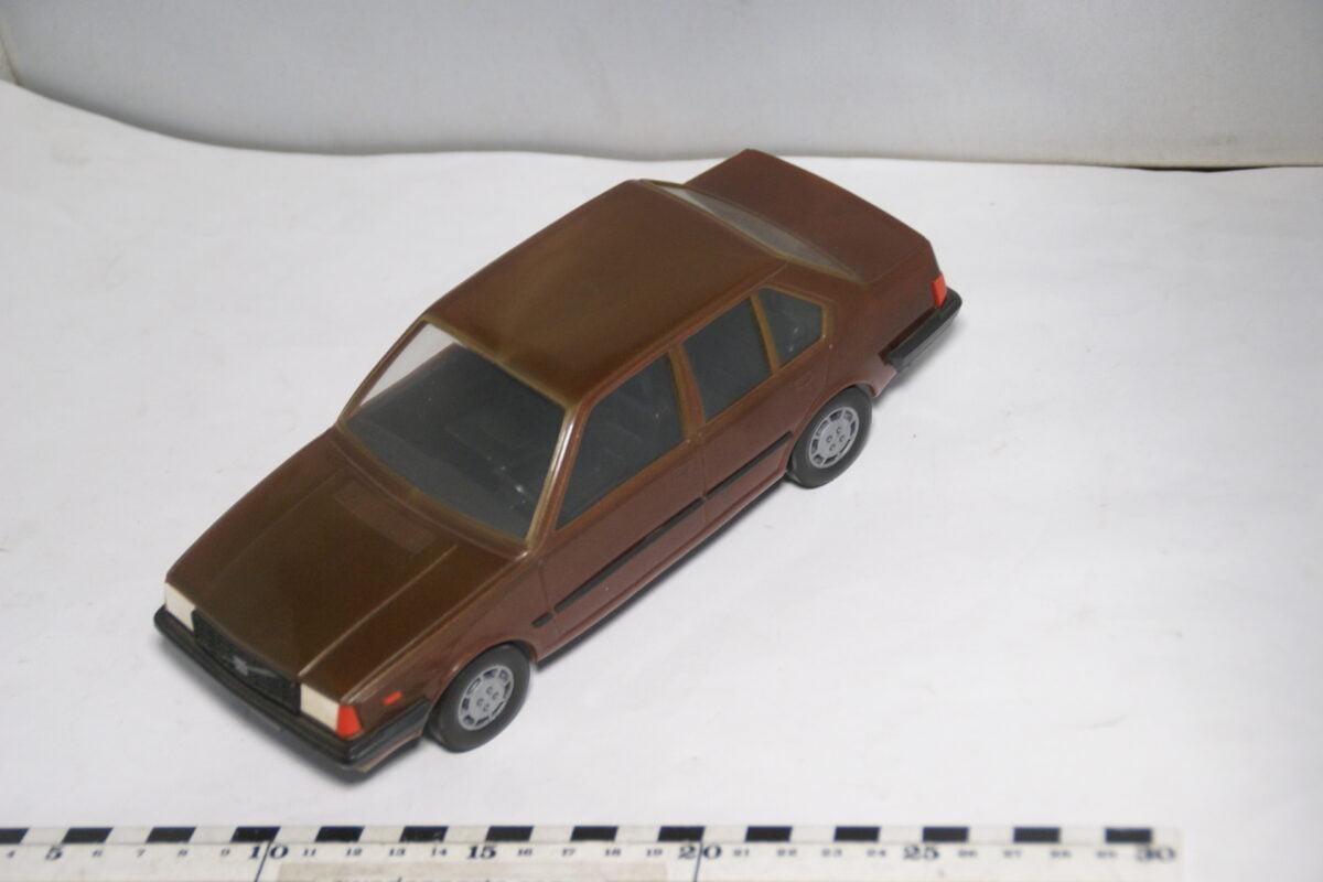 DSC08700 miniatuur Stahlberg Made in Finland Volvo 360GLE rood ca 1 op 18