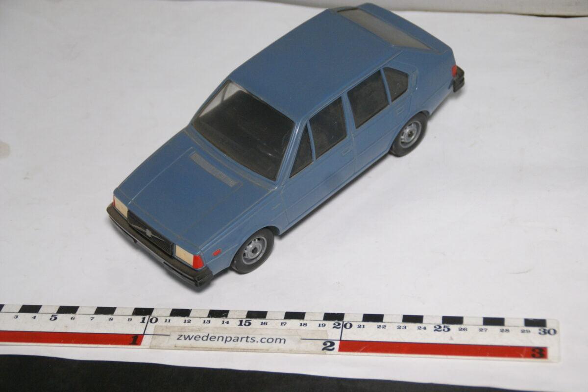 DSC08703 miniatuur Stahlberg Made in Finland Volvo 345DL blauw ca 1 op 18