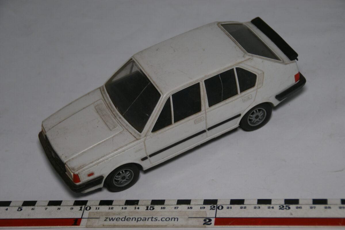 DSC08718 miniatuur Stahlberg Made in Finland Volvo 360GLT wit ca 1 op 18