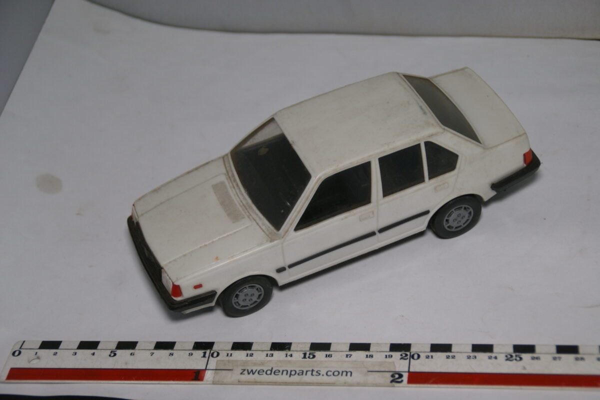 DSC08724 miniatuur Stahlberg Made in Finland Volvo 360GLE wit ca 1 op 18