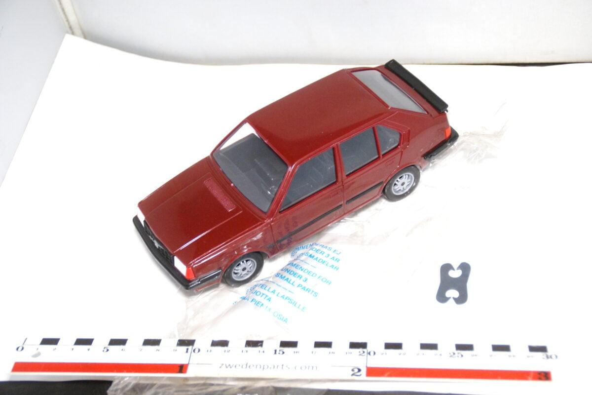 DSC08733 miniatuur Stahlberg Made in Finland Volvo 360GLT rood ca 1 op 18 mint
