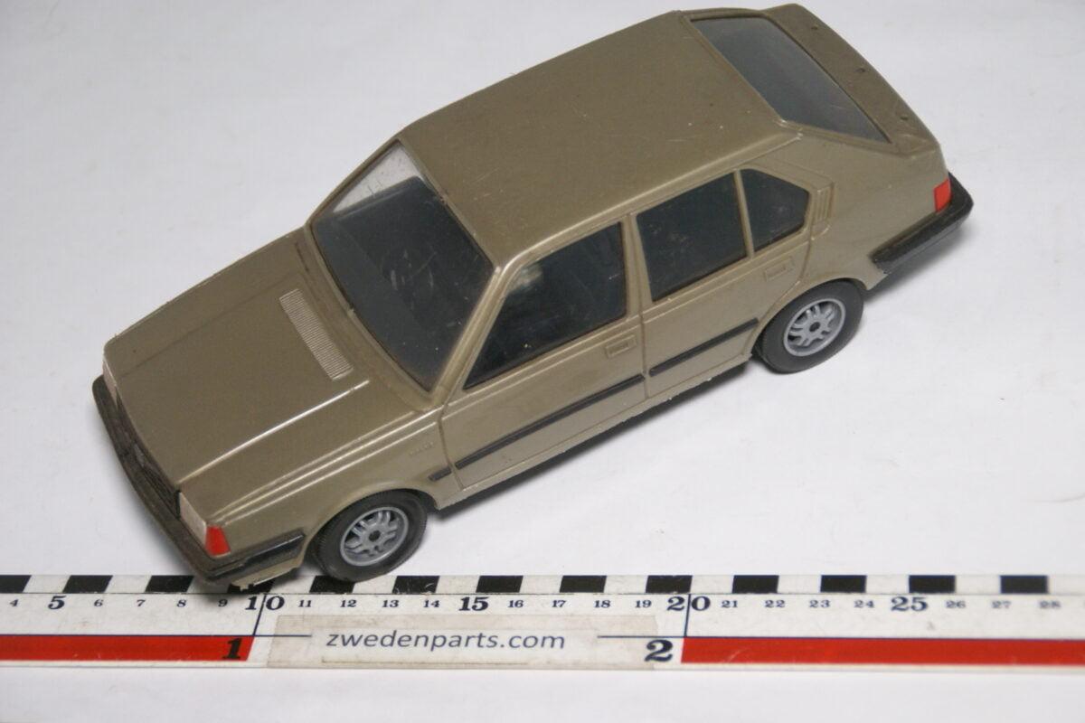 DSC08736 miniatuur Stahlberg Made in Finland Volvo 360GLT bronze ca 1 op 18