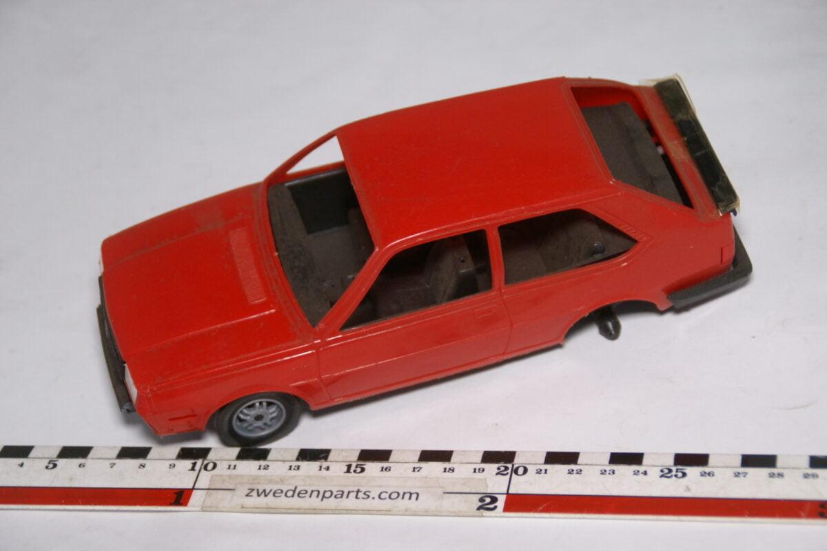 DSC08739 miniatuur Stahlberg Made in Finland Volvo 340GL rood ca 1 op 18