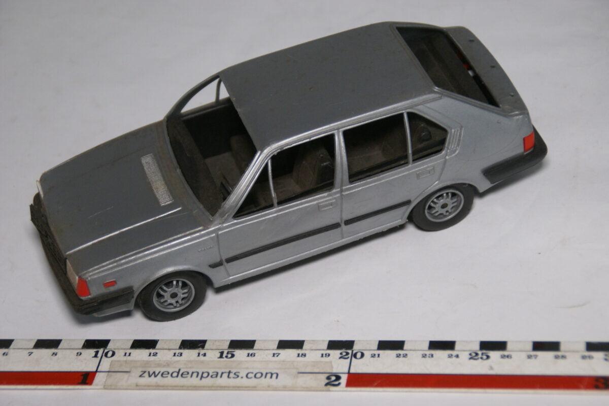 DSC08742 miniatuur Stahlberg Made in Finland Volvo 360GLT grijs ca 1 op 18
