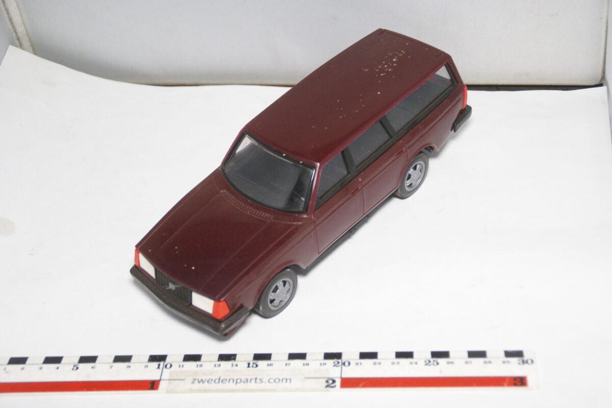 DSC08751 miniatuur Stahlberg Made in Finland Volvo 245GLT rood ca 1 op 18