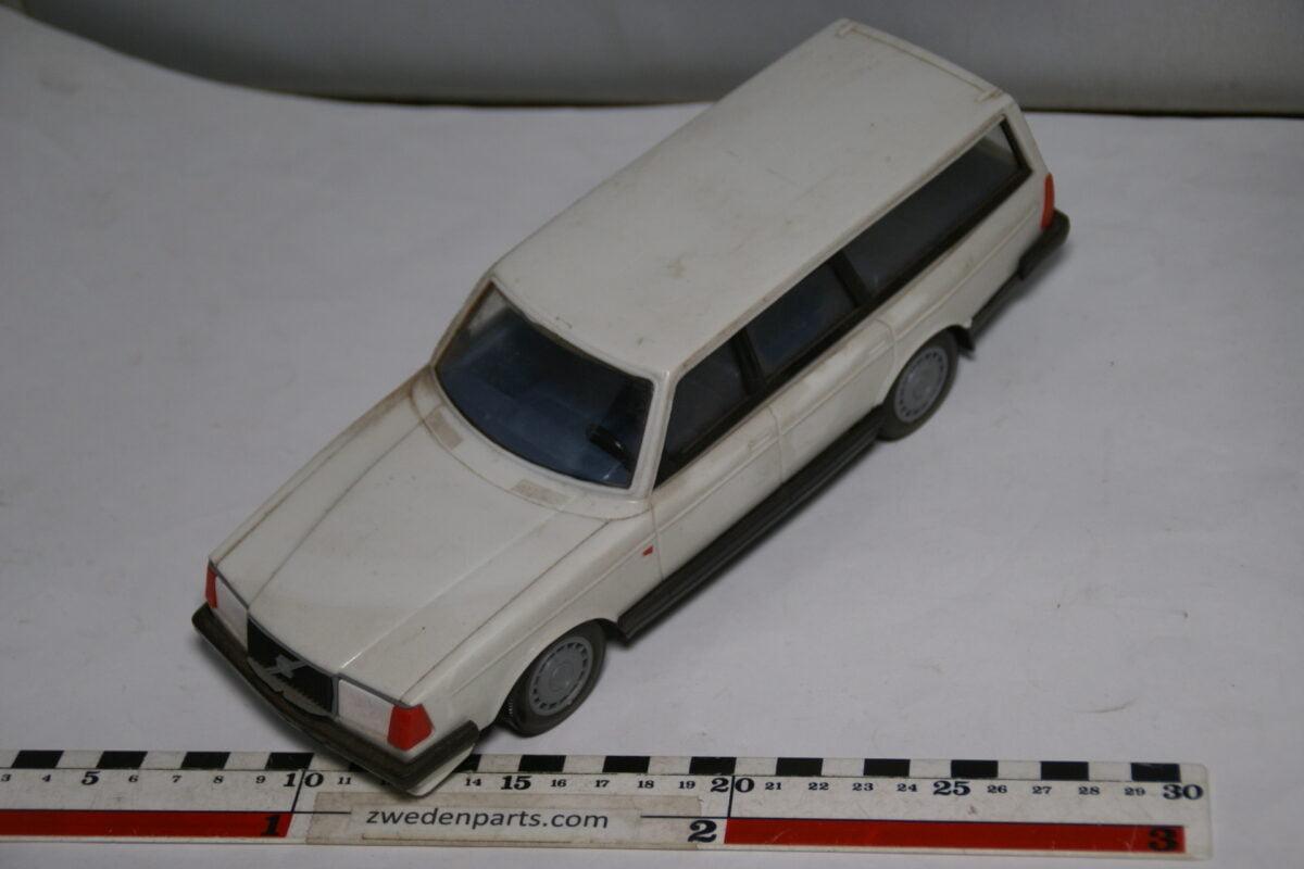 DSC08754 miniatuur Stahlberg Made in Finland Volvo 240GL wit ca 1 op 18