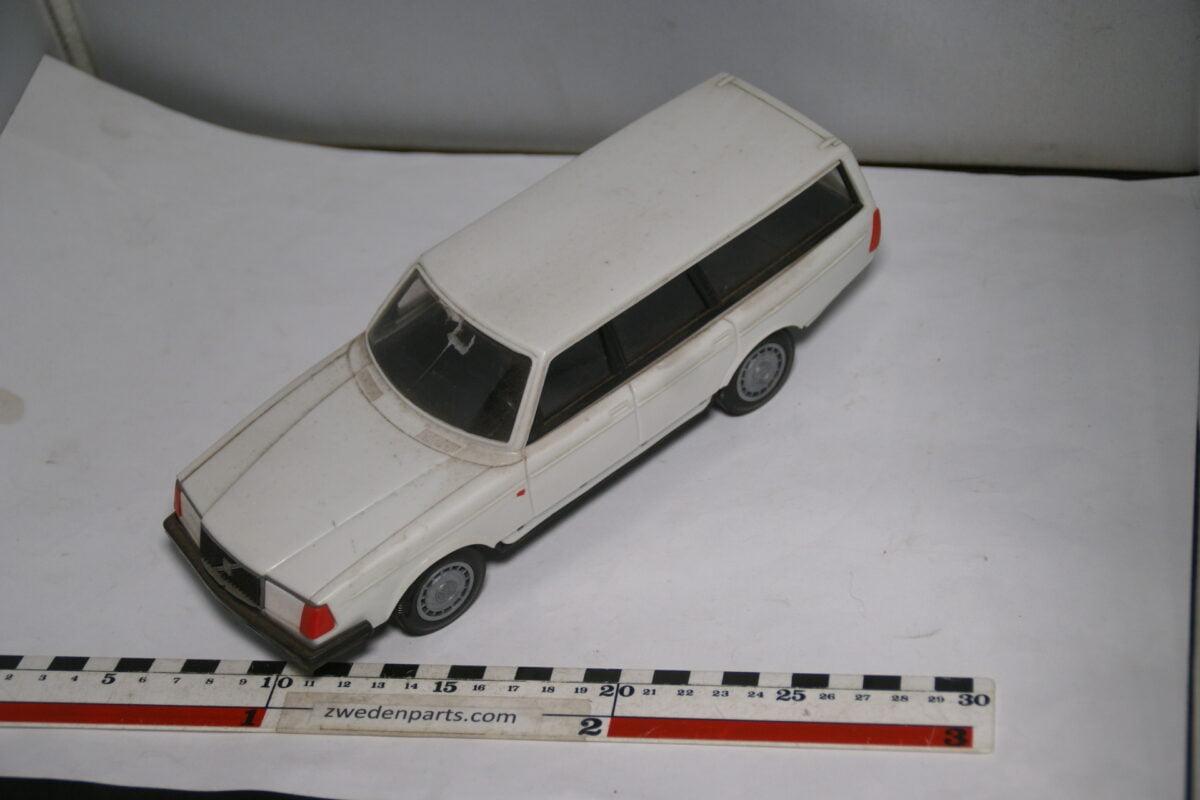 DSC08760 miniatuur Stahlberg Made in Finland Volvo 240GL wit ca 1 op 18