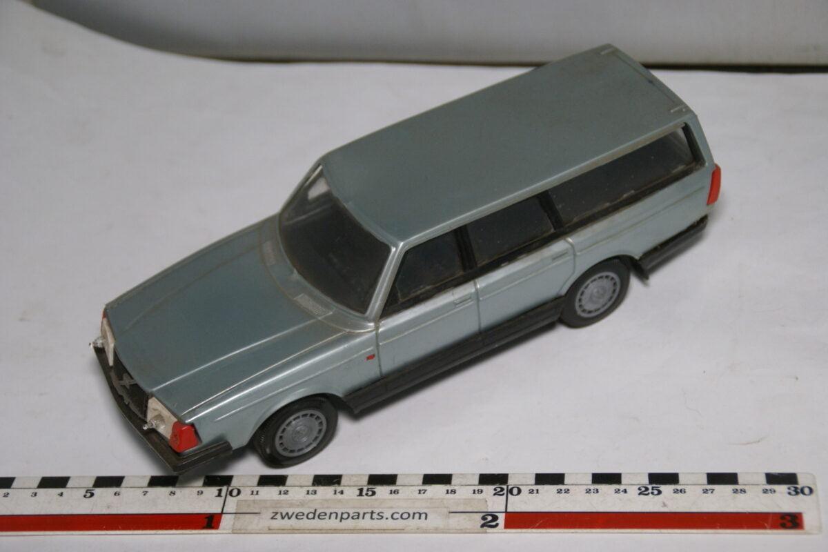 DSC08763 miniatuur Stahlberg Made in Finland Volvo 240GL grijs ca 1 op 18