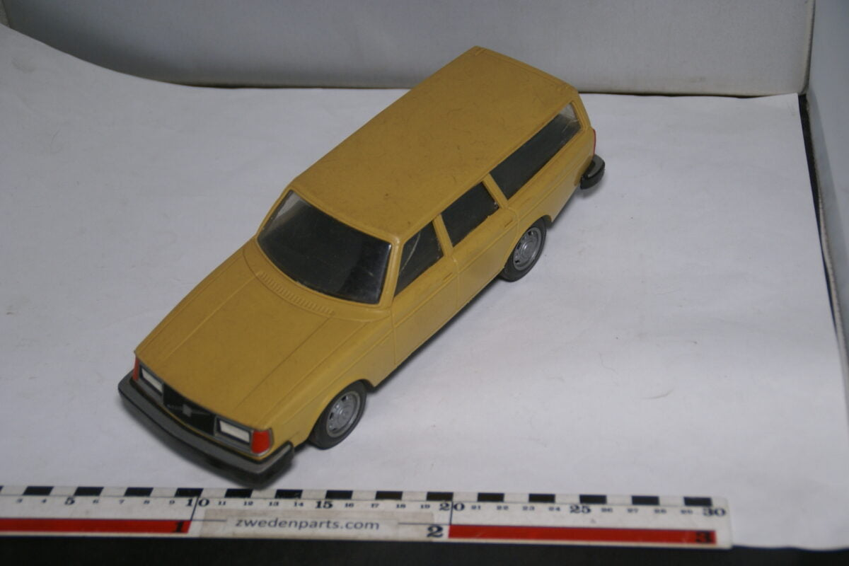 DSC08767 miniatuur Stahlberg Made in Finland Volvo 245GL geel ca 1 op 18