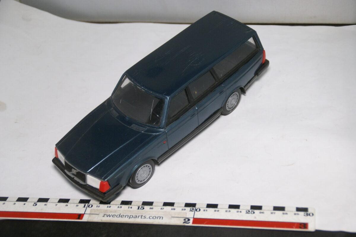 DSC08770 miniatuur Stahlberg Made in Finland Volvo 240GL blauw ca 1 op 18