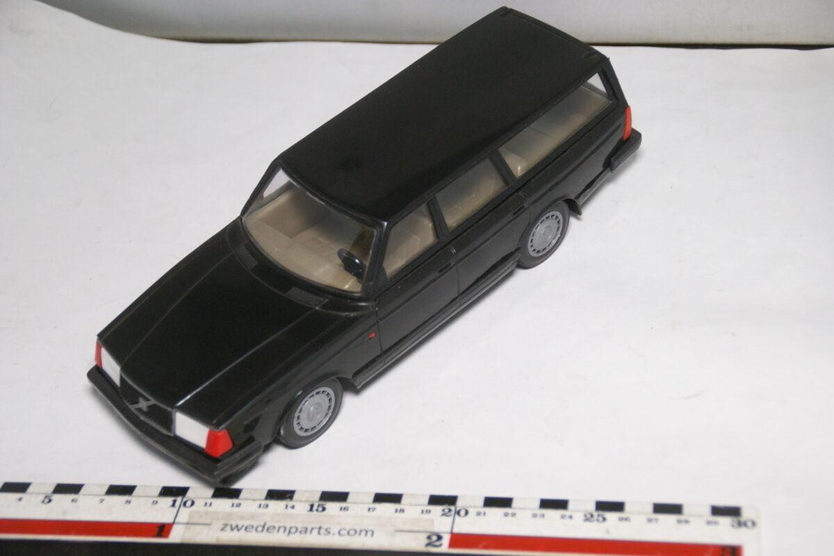 DSC08773 miniatuur Stahlberg Made in Finland Volvo 240GL zwart ca 1 op 18