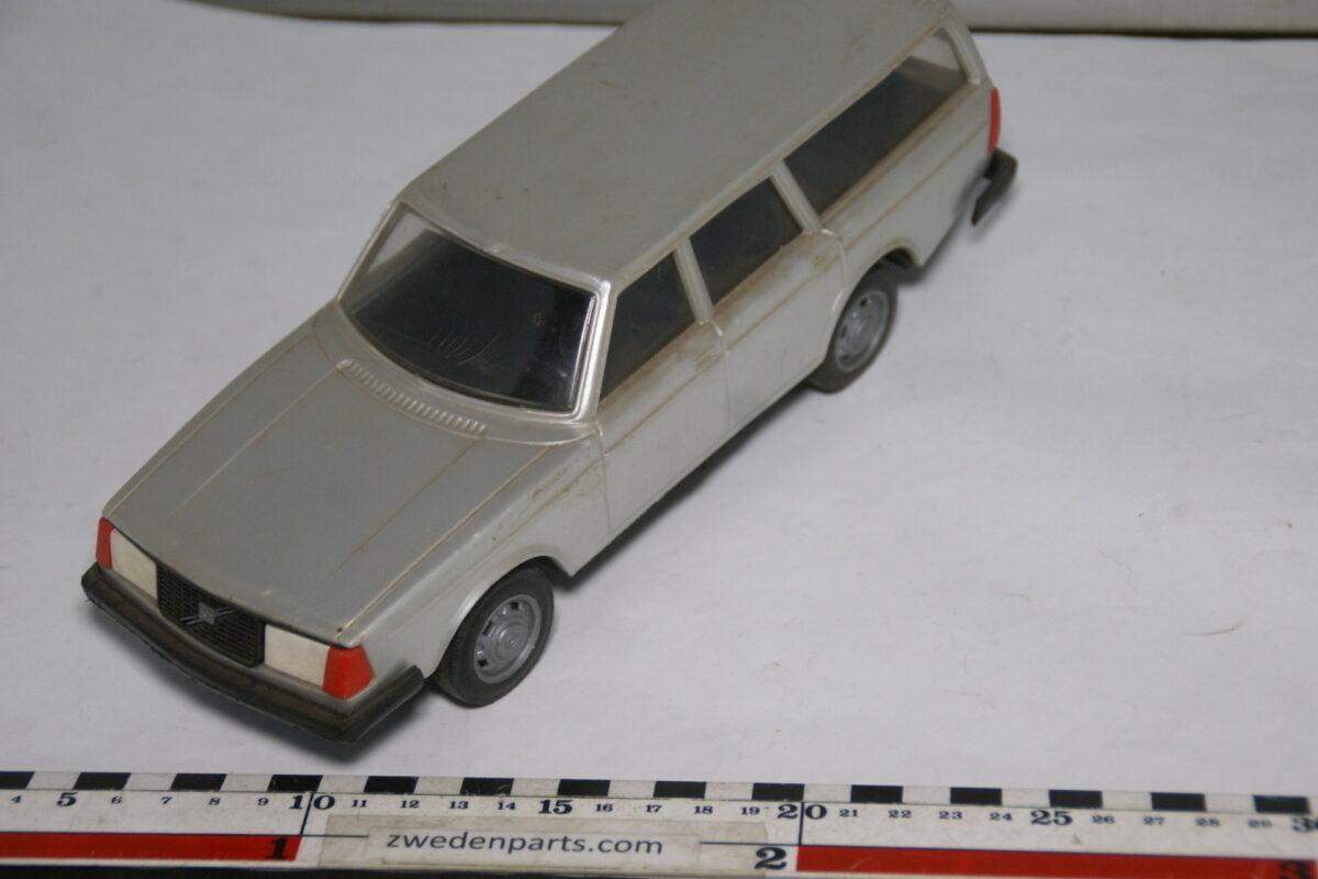 DSC08776 miniatuur Stahlberg Made in Finland Volvo 240GL grijs ca 1 op 18