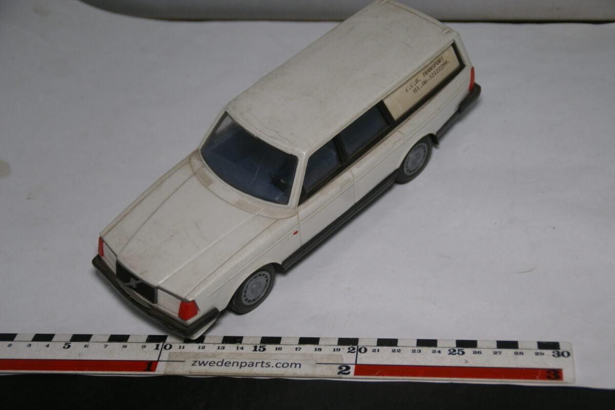 DSC08779 miniatuur Stahlberg Made in Finland Volvo 240GL wit ca 1 op 18