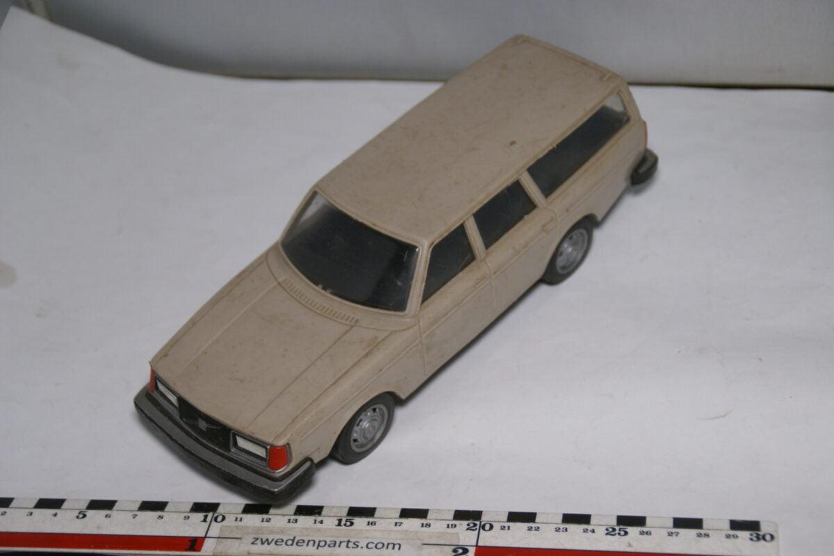 DSC08782 miniatuur Stahlberg Made in Finland Volvo 245GL beige ca 1 op 18
