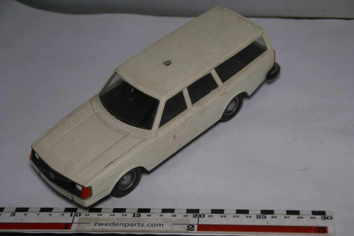 DSC08791 miniatuur Stahlberg Made in Finland Volvo 240DL wit (ambulance) ca 1 op 18