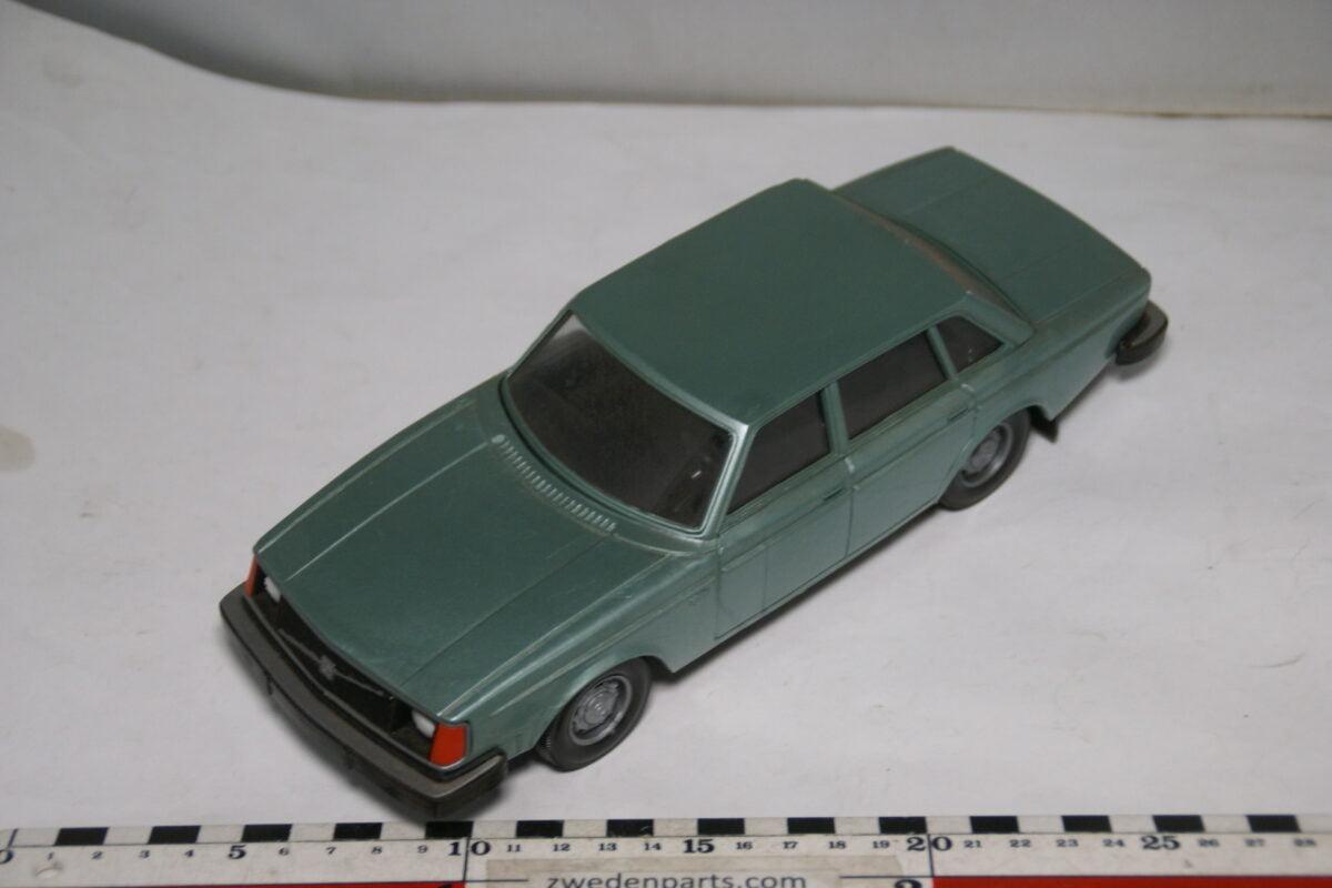 DSC08803 miniatuur Stahlberg Made in Finland Volvo 244DL groen ca 1 op 18