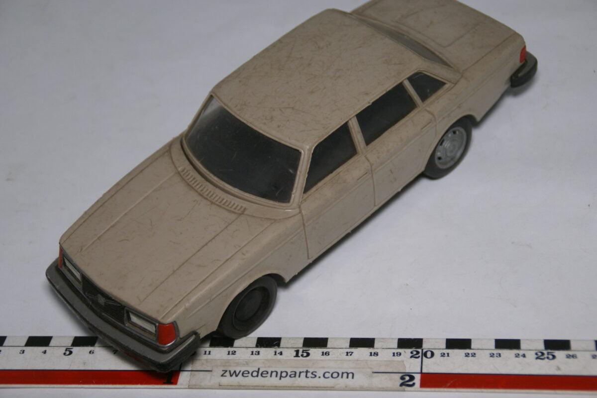 DSC08811 miniatuur Stahlberg Made in Finland Volvo 244GL beige ca 1 op 18