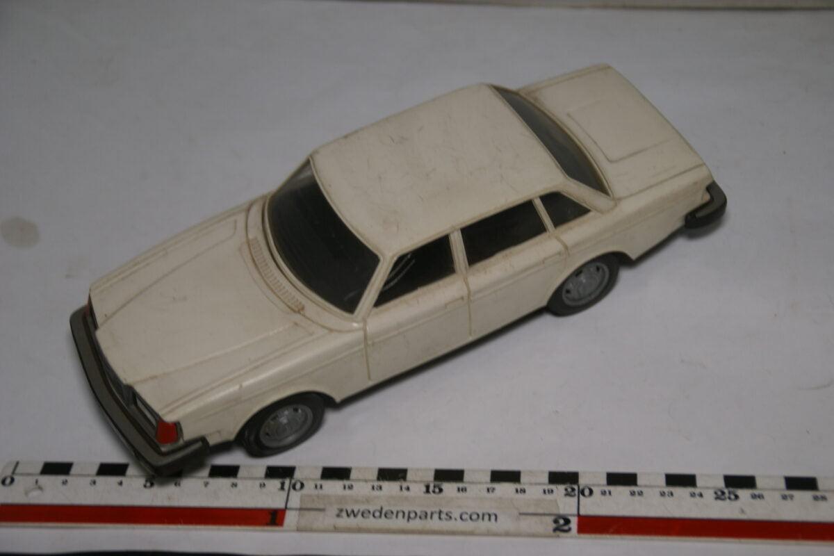 DSC08820 miniatuur Stahlberg Made in Finland Volvo 264GL beige ca 1 op 18