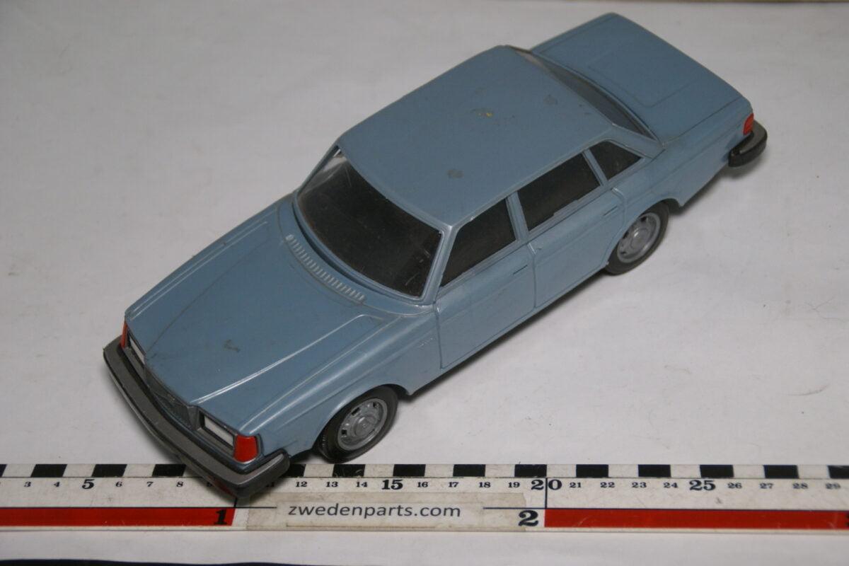 DSC08829 miniatuur Stahlberg Made in Finland Volvo 264GLE blauw ca 1 op 18