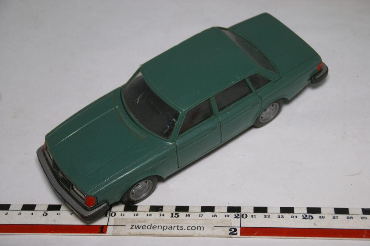 DSC08832 miniatuur Stahlberg Made in Finland Volvo 244GL groen ca 1 op 18