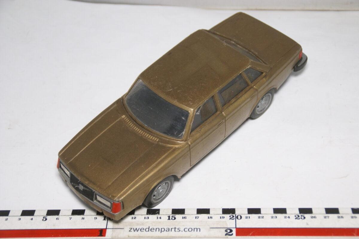 DSC08838 miniatuur Stahlberg Made in Finland Volvo 244GL goud ca 1 op 18