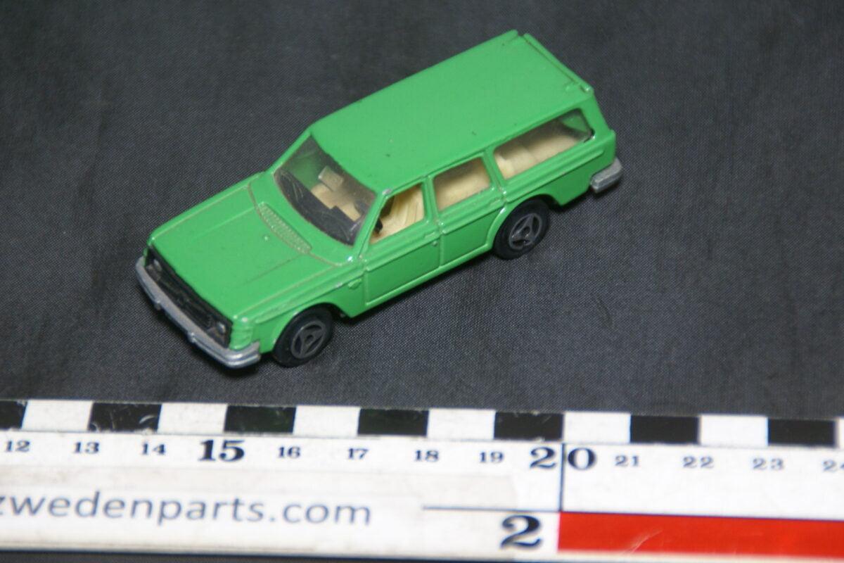 DSC08880 miniatuur Majorette Volvo 245DL groen 1 op 60