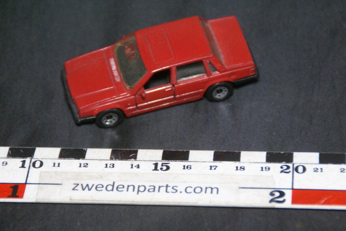 DSC08882 miniatuur Matchbox Volvo 760 rood 1 op 62