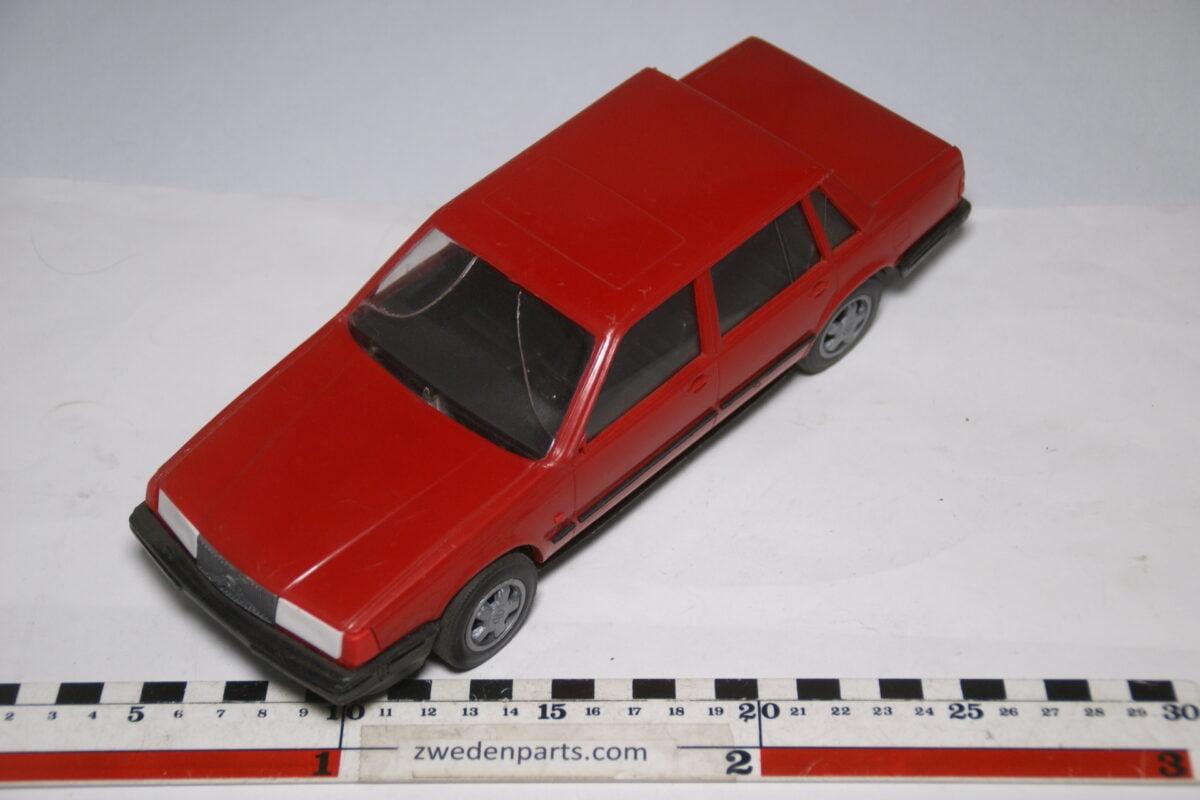 DSC09092 miniatuur Stahlberg Made in Finland Volvo 760GLE rood ca 1 op 18
