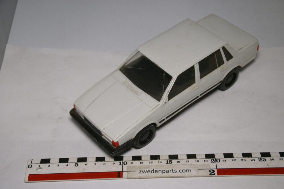 DSC09099 miniatuur Stahlberg Made in Finland Volvo 760GLE blauw ca 1 op 18
