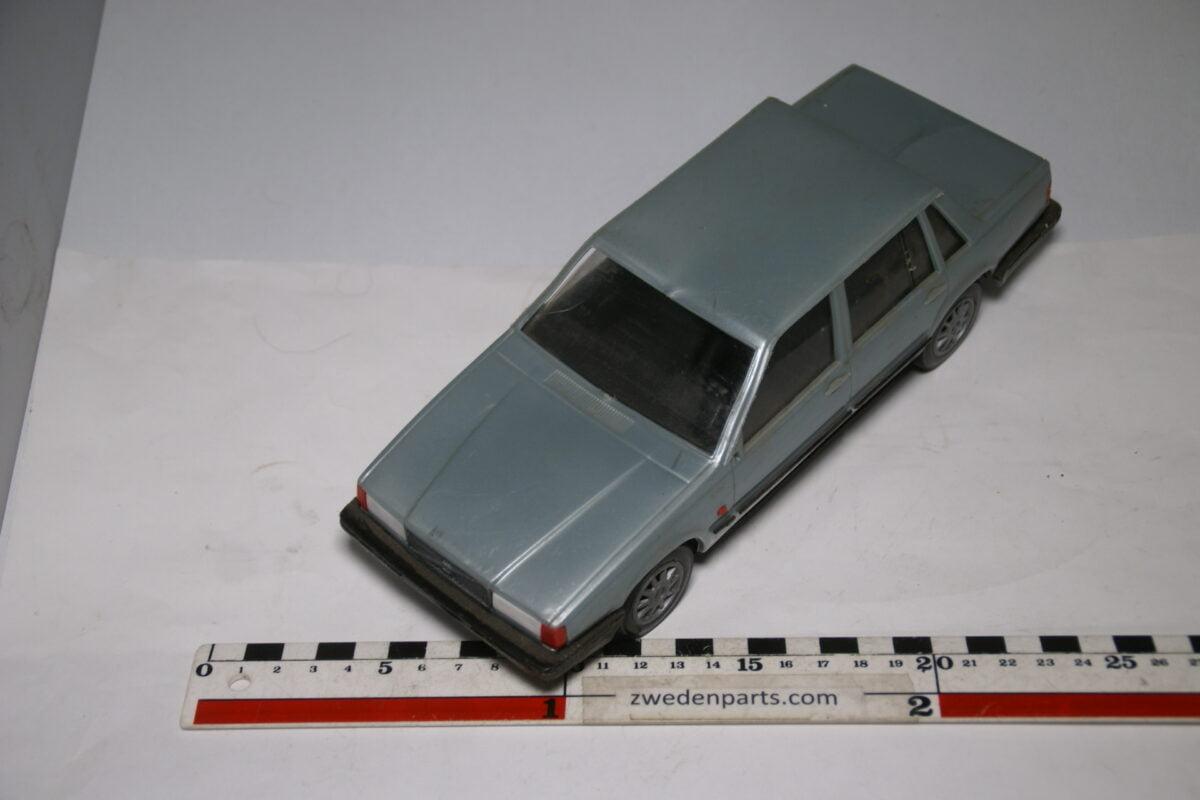 DSC09105 miniatuur Stahlberg Made in Finland Volvo 740GL grijs ca 1 op 18