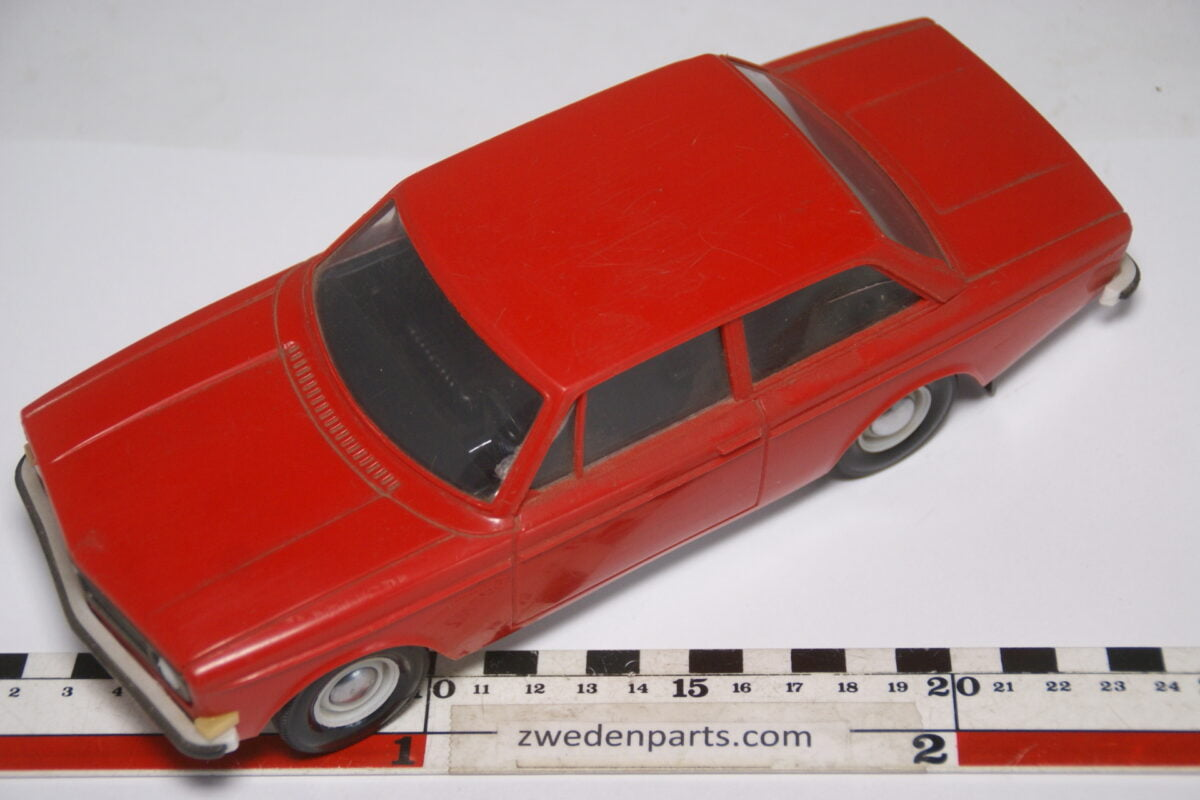 DSC08919 ca 1968 Volvo 142S rood ca. 1 op 18 Stahlberg made in Finland