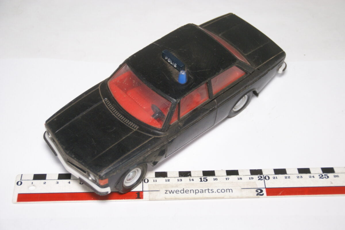 DSC08931 ca 1972 Volvo 142 zwart polis poliisi ca. 1 op 18 Stahlberg made in Finland