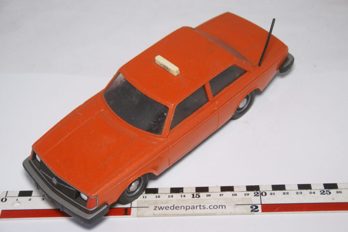 DSC08937 ca 1976 Volvo 242DL taxi oranje ca. 1 op 18 Stahlberg made in Finland
