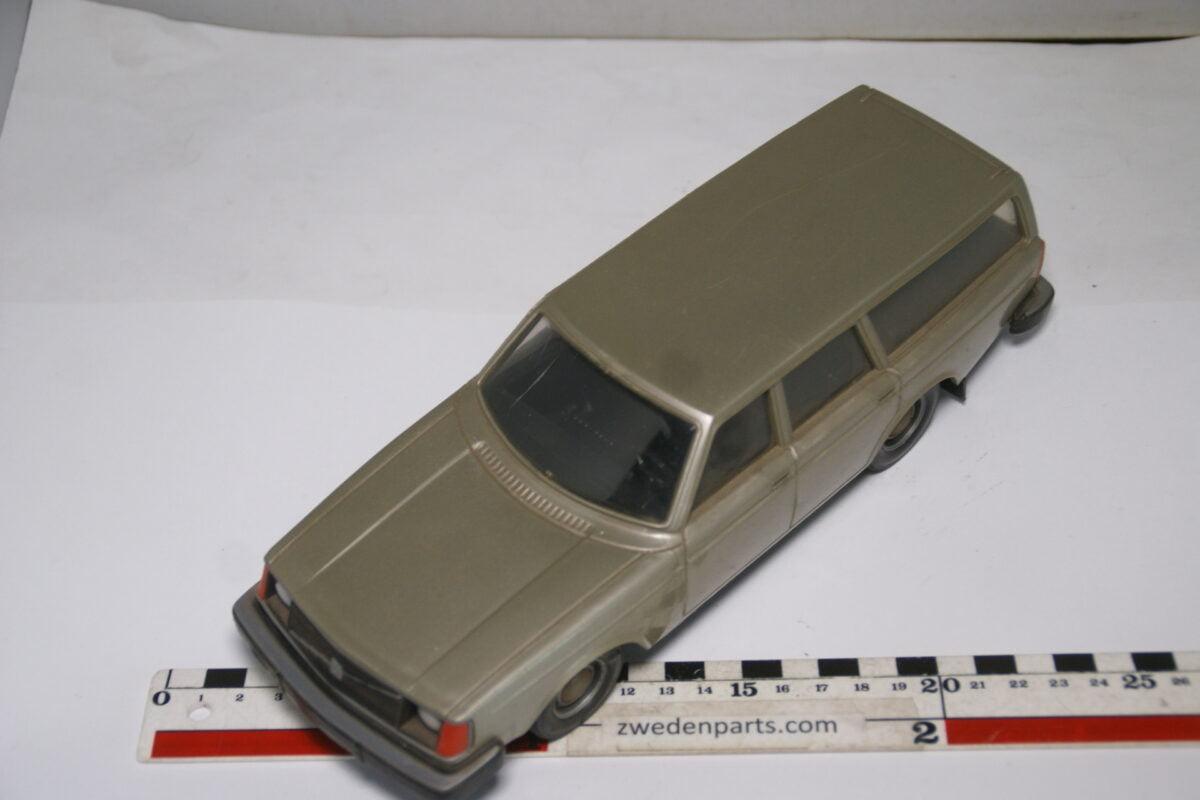 DSC08946 ca 1976 Volvo 245DL grijs ca. 1 op 18 Stahlberg made in Finland