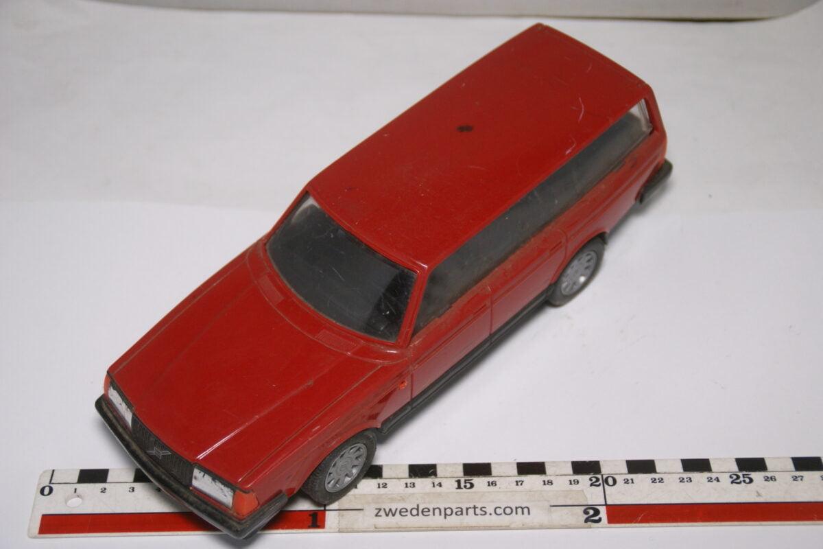 DSC08952 ca 1990 Volvo 240GL 245 rood ca. 1 op 18 Emek made in Finland