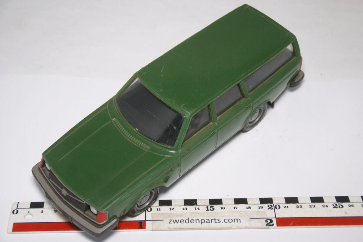 DSC08955 ca 1978 Volvo 245DL groen ca. 1 op 18 Stahlberg made in Finland