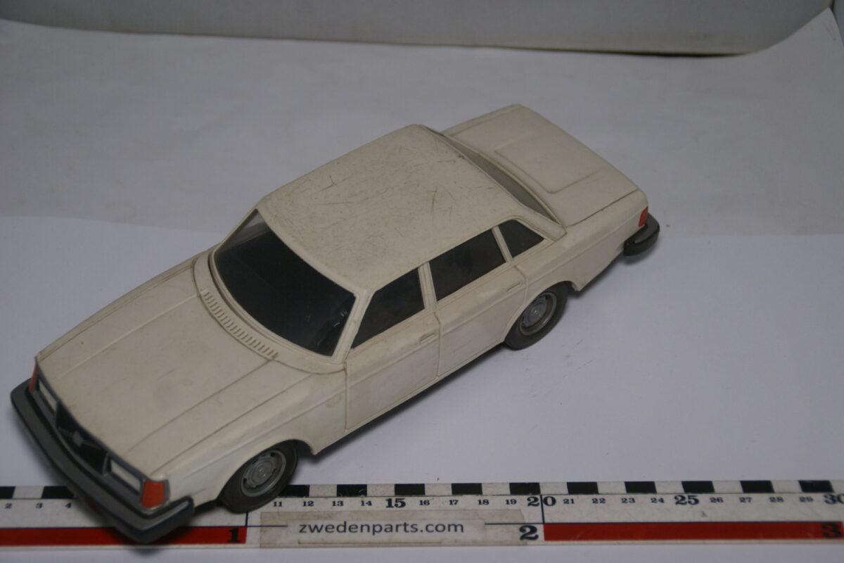 DSC08964 ca 1986 Volvo 244GL wit ca. 1 op 18 Stahlberg made in Finland