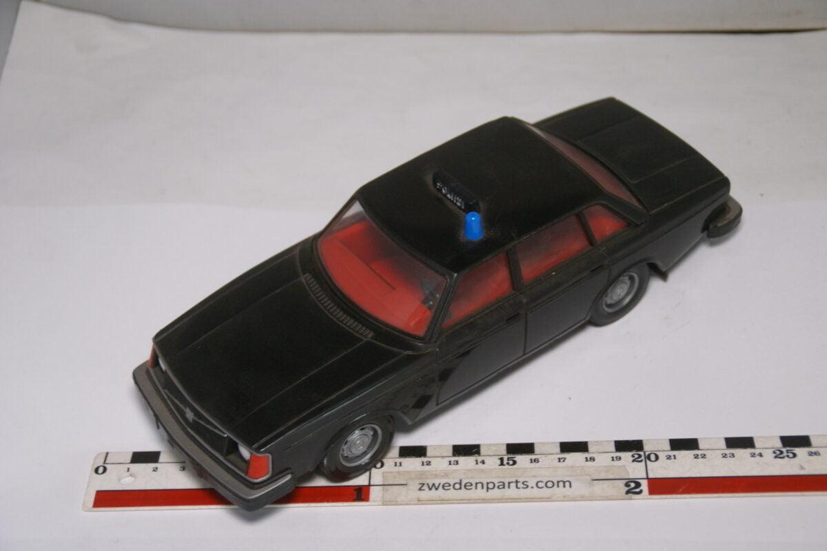 DSC08973 ca 1977 Volvo 244DL zwart poliisi polis ca. 1 op 18 Stahlberg made in Finland