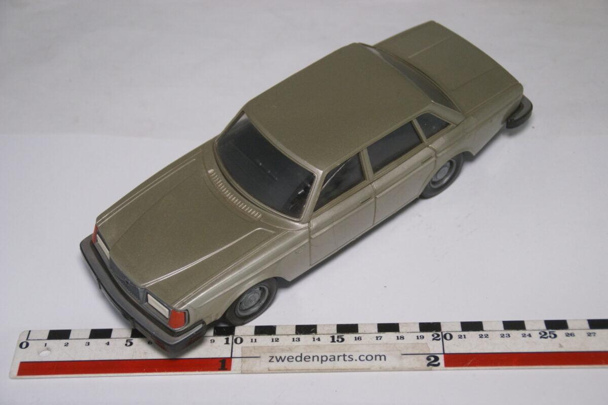 DSC08976 ca 1977 Volvo 264GL bronze ca. 1 op 18 Stahlberg made in Finland