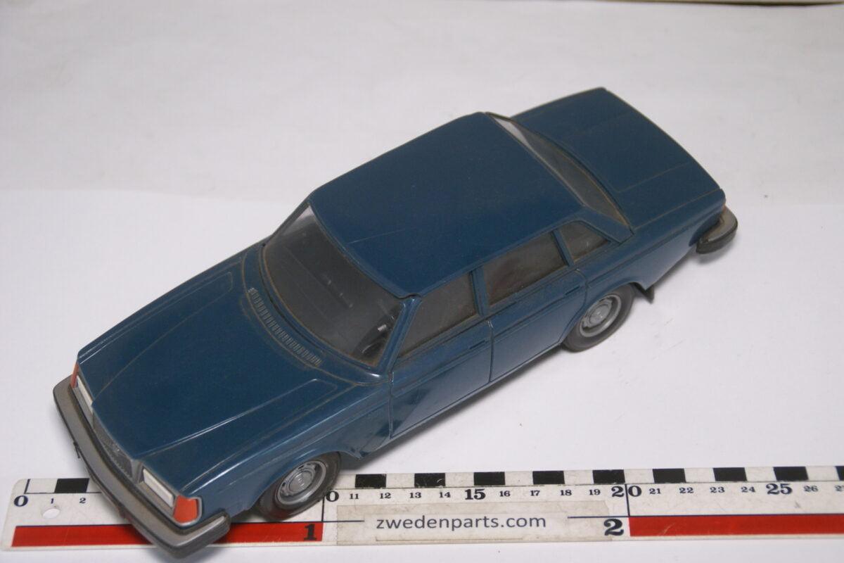 DSC08982 ca 1977 Volvo 264GL blauw ca. 1 op 18 Stahlberg made in Finland