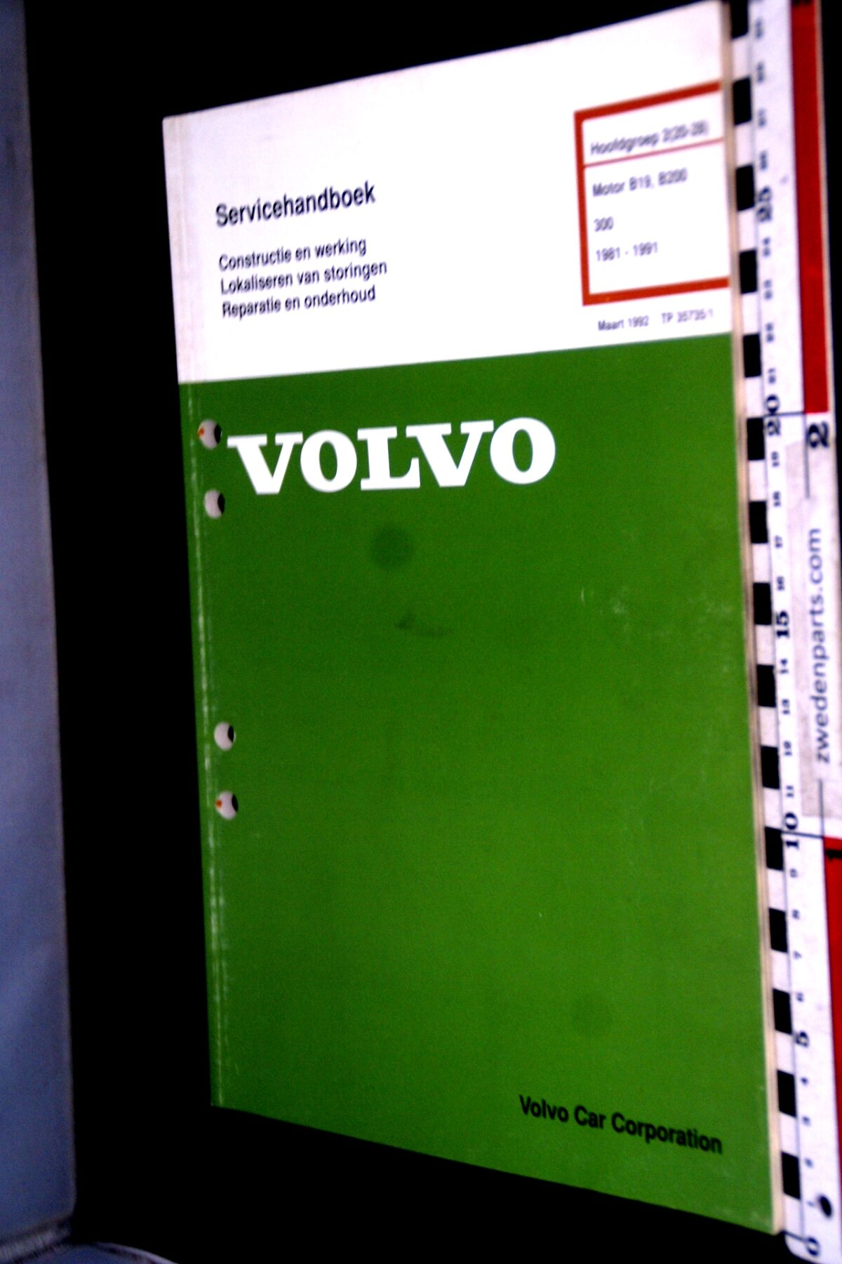 DSC09032 1992 origineel  Volvo 340 servicehandboek motor  1 van 1.000 nr TP 35735-1