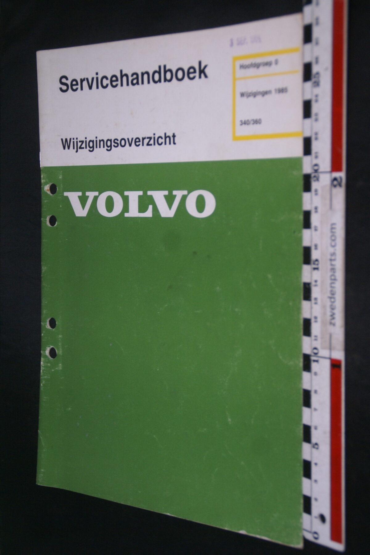 DSC09041 1984 origineel  Volvo 300 servicehandboek wijzigingen 8 1 van 800 nr TP 35199-1