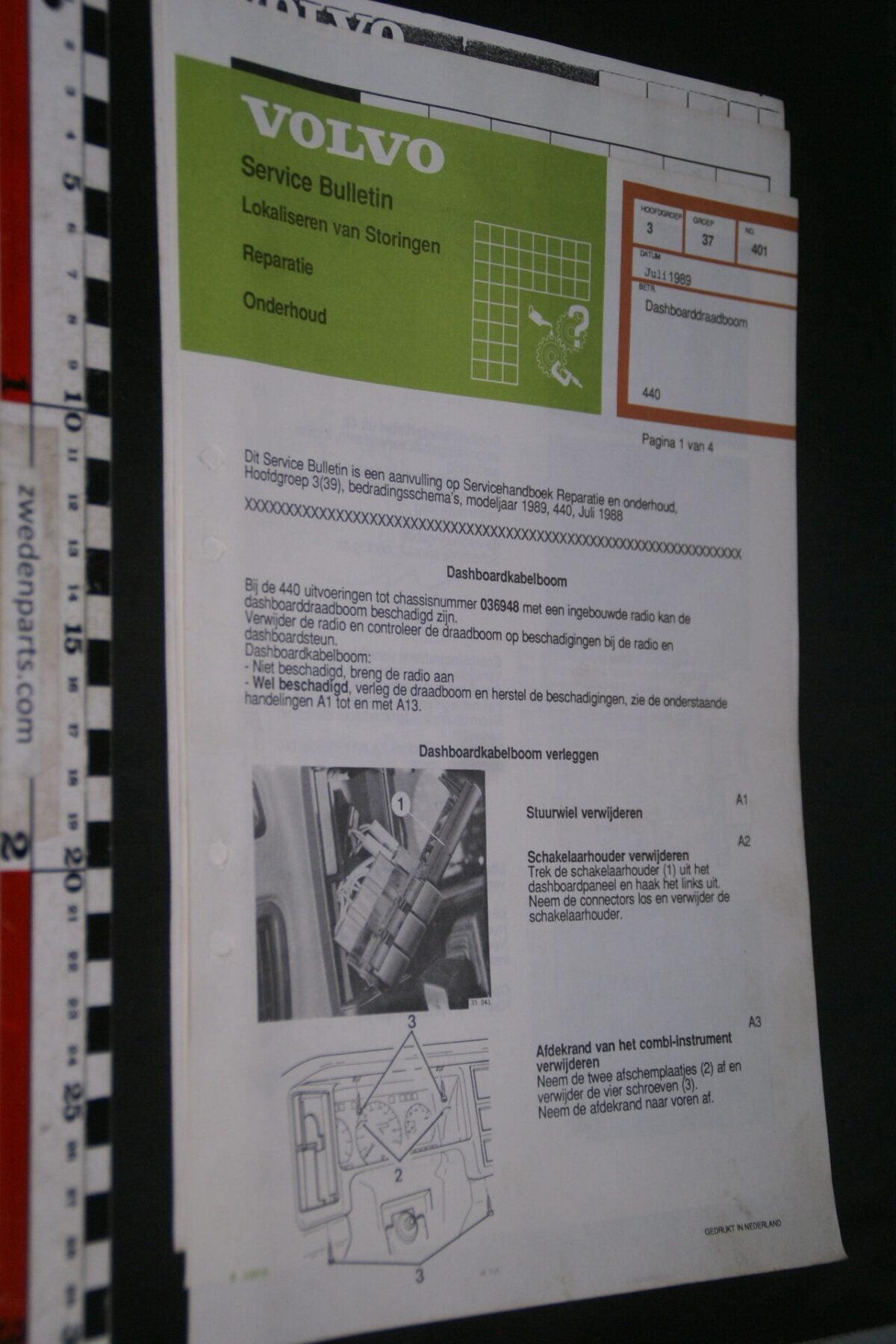DSC09044 1989 origineel  Volvo 440 servicebulletin dashboard en meer