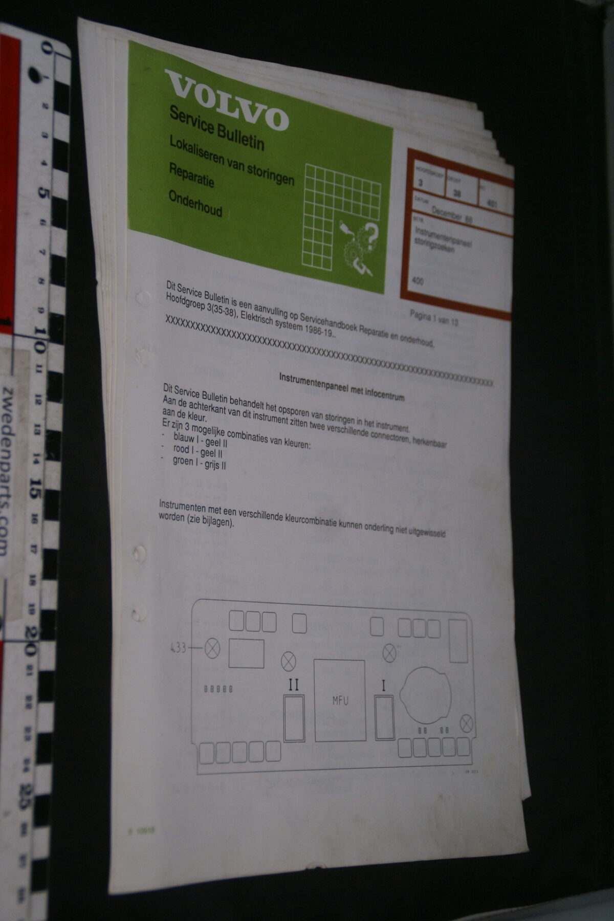 DSC09045 1987 origineel  Volvo 480 servicebulletin instrumentenpaneel en meer