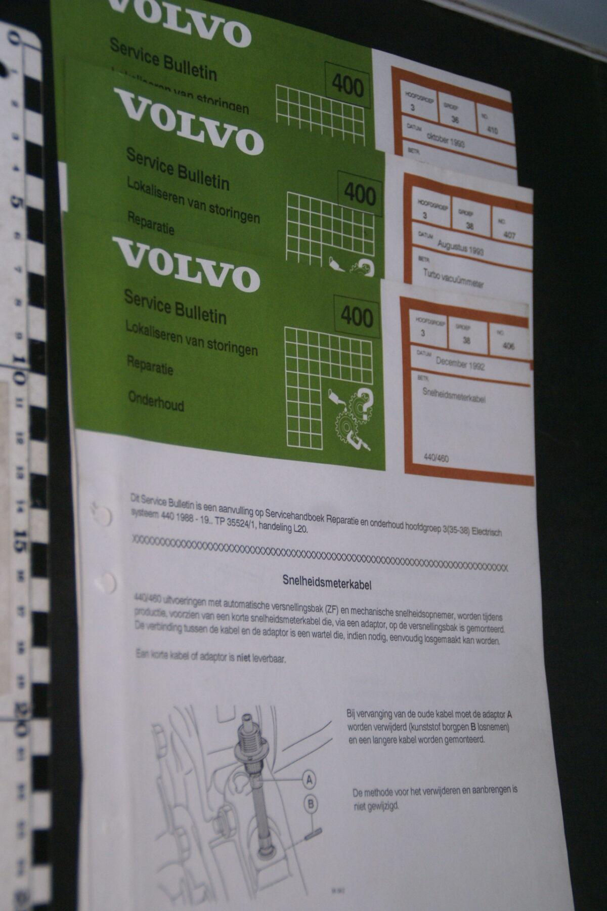 DSC09046 1993 origineel  Volvo 400 servicebulletin meters en kabels en meer