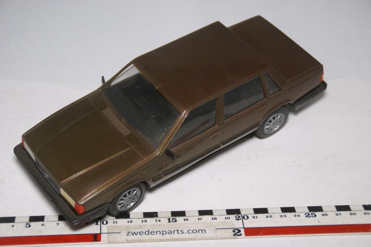 DSC09117 miniatuur Stahlberg Made in Finland Volvo 760GLE bruin ca 1 op 18