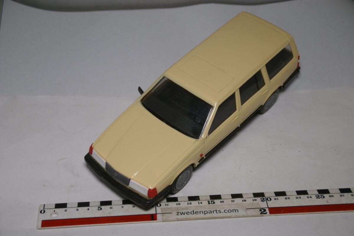 DSC09121 miniatuur Stahlberg Made in Finland Volvo 760GLE beige ca 1 op 18 losse spiegel