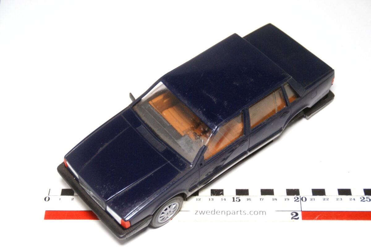 DSC09125 miniatuur Stahlberg Made in Finland Volvo 760GLE blauw ca 1 op 18
