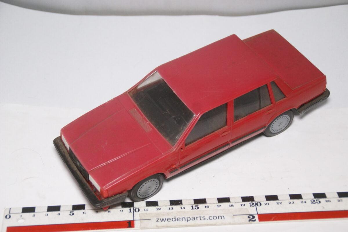 DSC09132 miniatuur Stahlberg Made in Finland Volvo 740GL rood ca 1 op 18